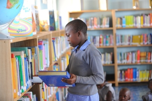 boy-in-library
